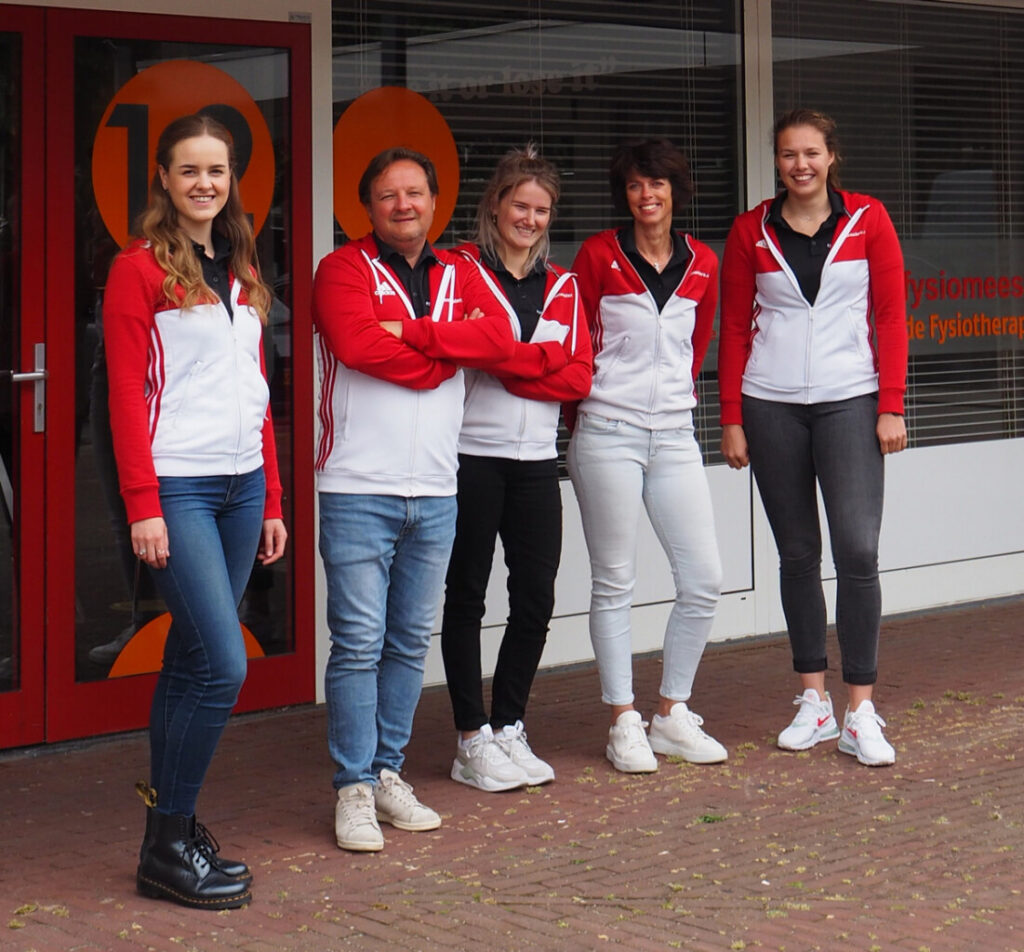 fysiomeesters team groepsfoto juni 2021